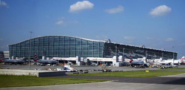 Аэропорт Хитроу отложил вылеты из-за
