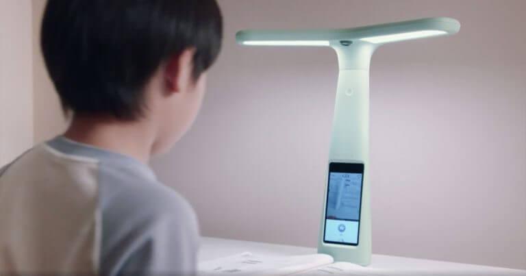 В Китае родители следят за детьми с помощью умных ламп