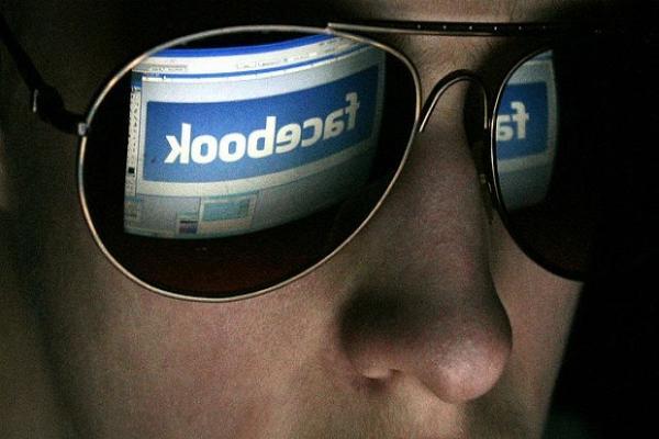 ФСБ намерена включить умные очки Facebook в перечень шпионских устройств