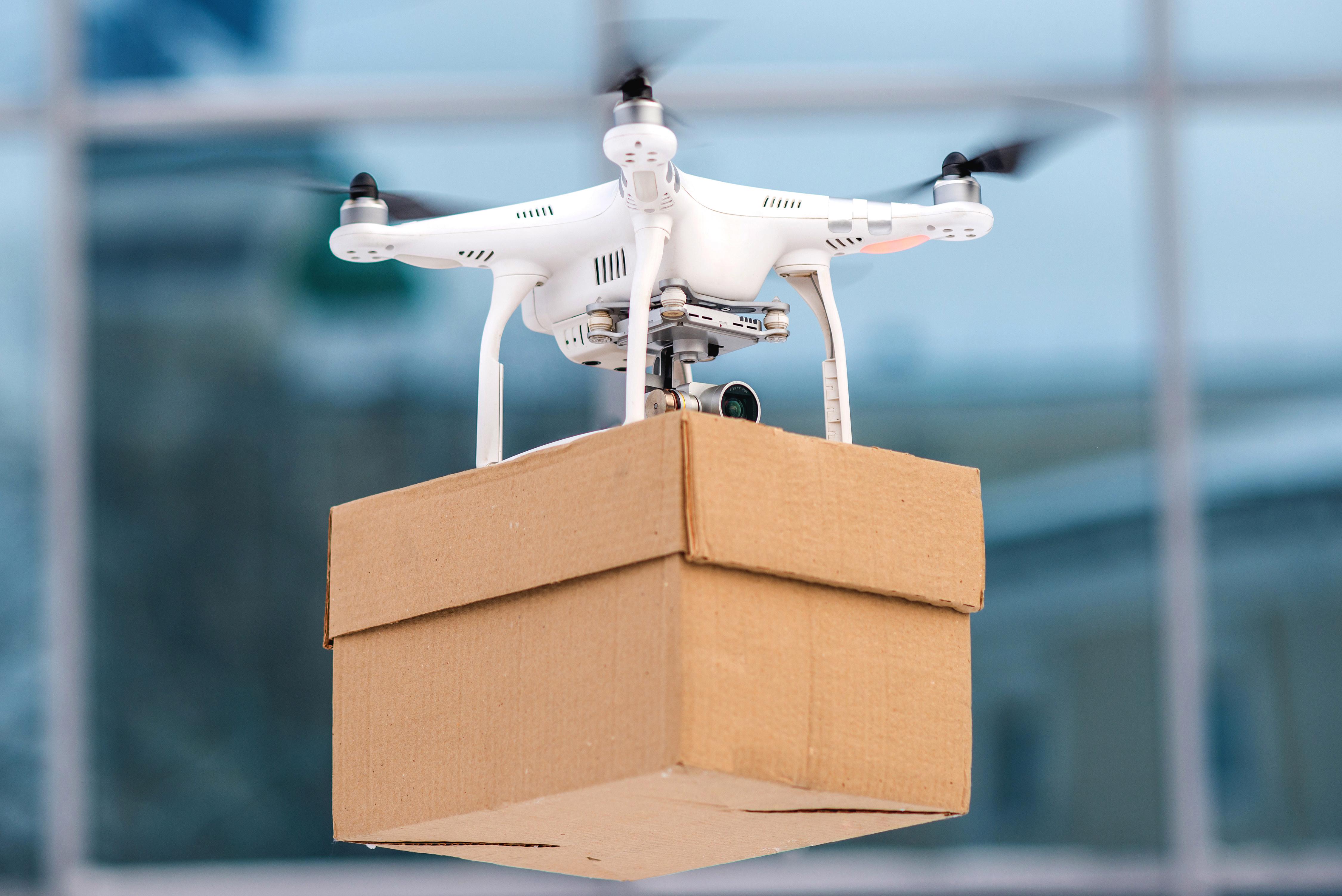 В Ижевске в условиях пандемии организовали доставку еды дронами