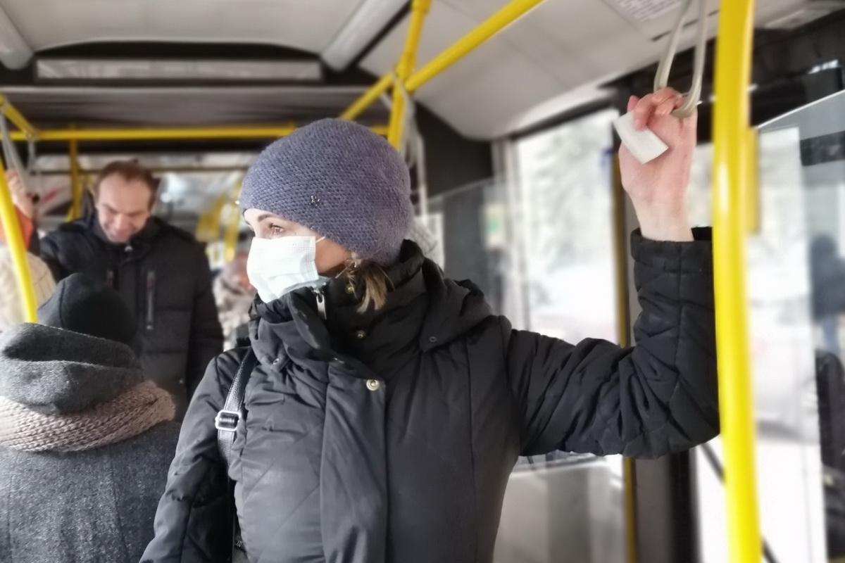 Наличие масок у пассажиров автобусов Хабаровска проверит
