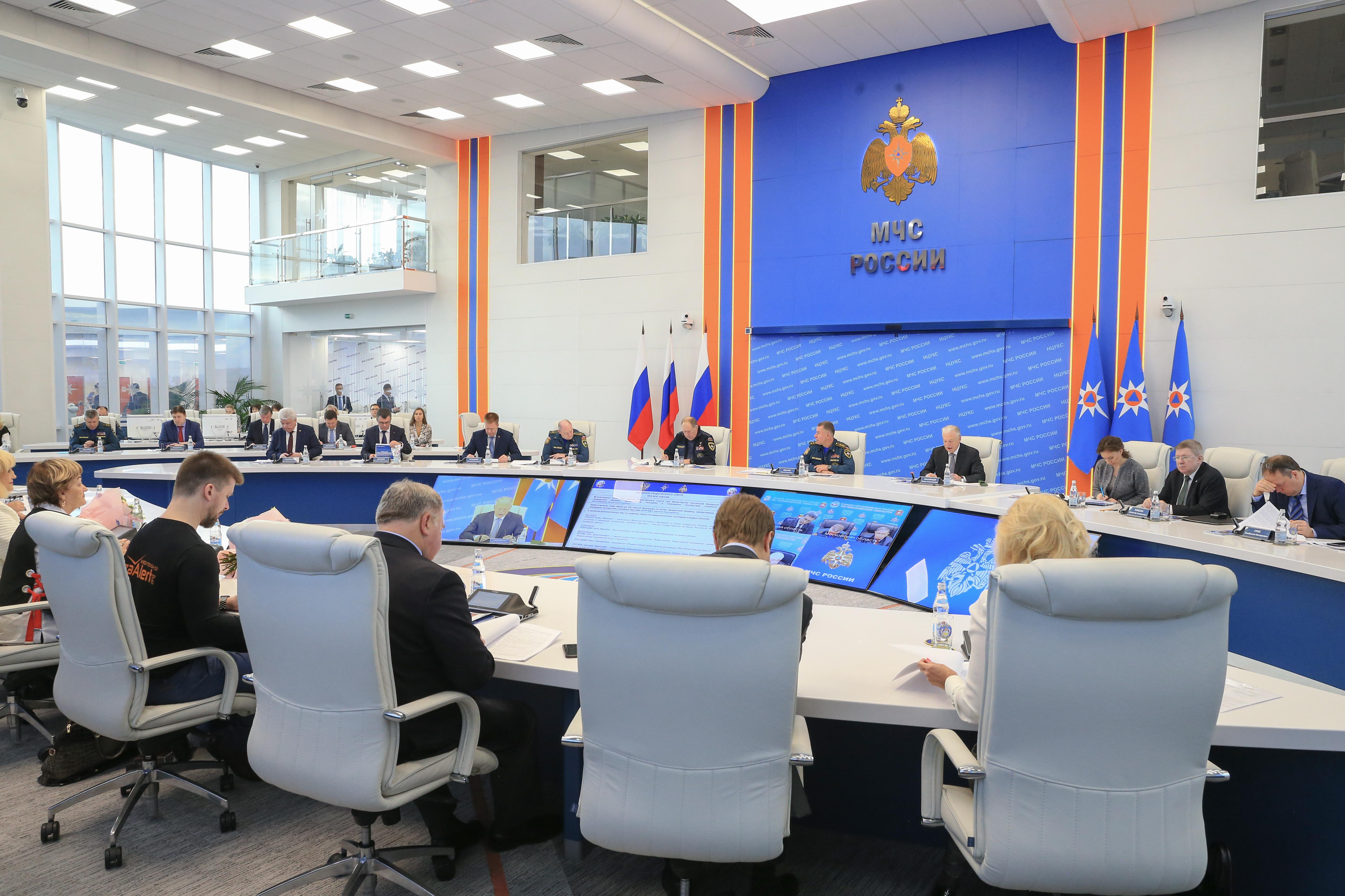 МЧС России инициировало дополнительные меры по обеспечению детской безопасности