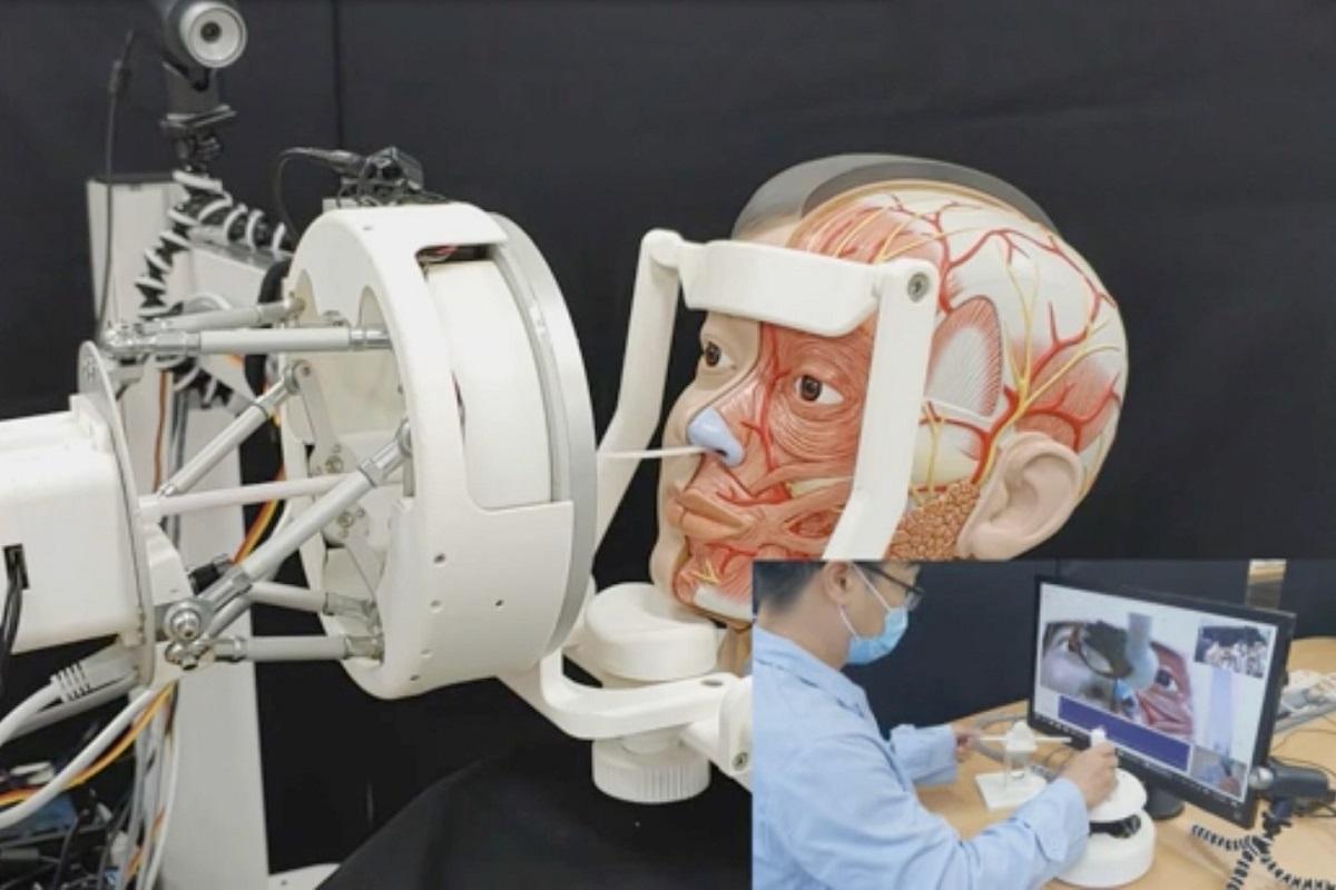 Робот для сбора проб позволит медикам держать дистанцию от инфицированных пациентов