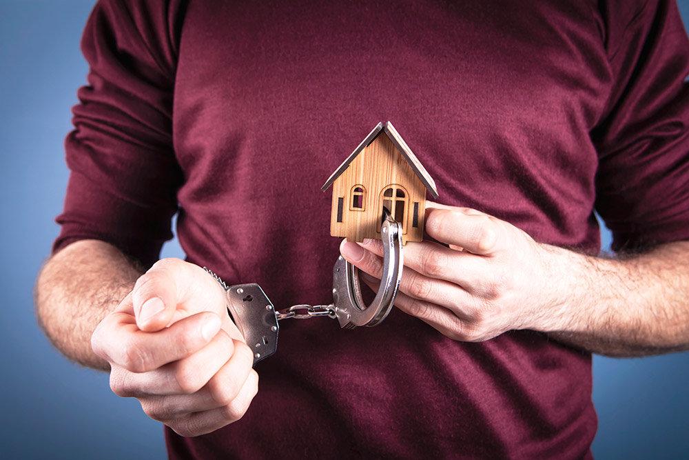Приговоренные к дивану. Что изменилось в практике домашних арестов