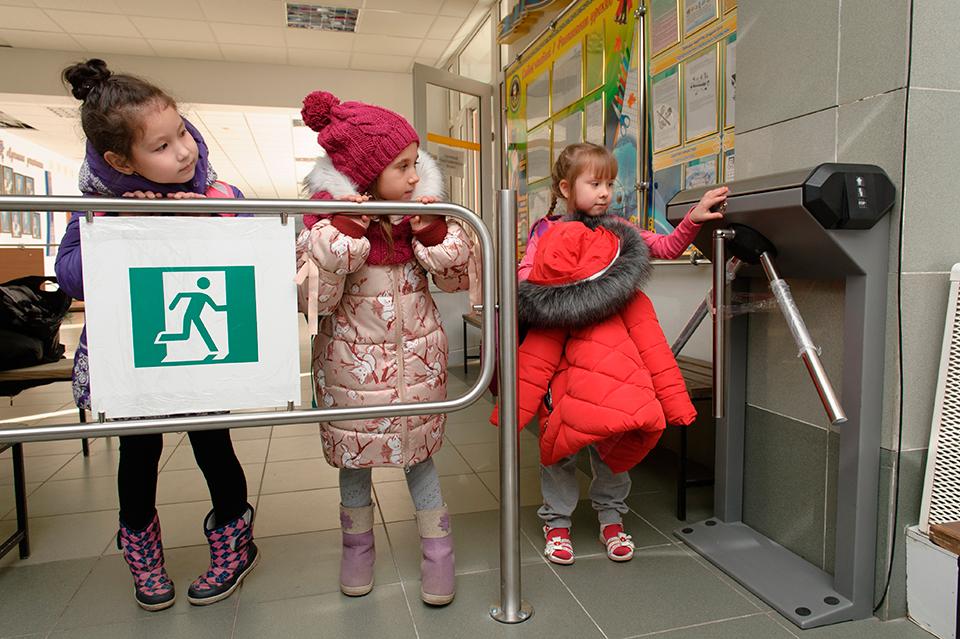 На безопасность школ и детских садов планируют выделить 100 млрд рублей