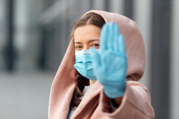 Более 70% пассажиров московского метро носят защитные перчатки