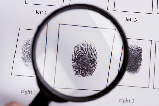 Исследователи показали, как взломать смартфон с помощью оставленных на стакане отпечатков пальцев