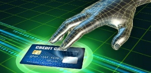 Тайное снятие денег с чужой карты будут квалифицировать как уголовное преступление