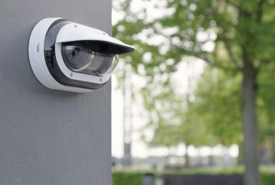 Линейку продуктов AXIS пополнили двухмодульные антивандальные камеры 2 х 2 Мп с ИК-подсветкой на 360°