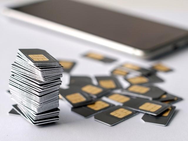 Власти будут следить за передвижением петербуржцев с помощью сим-карт